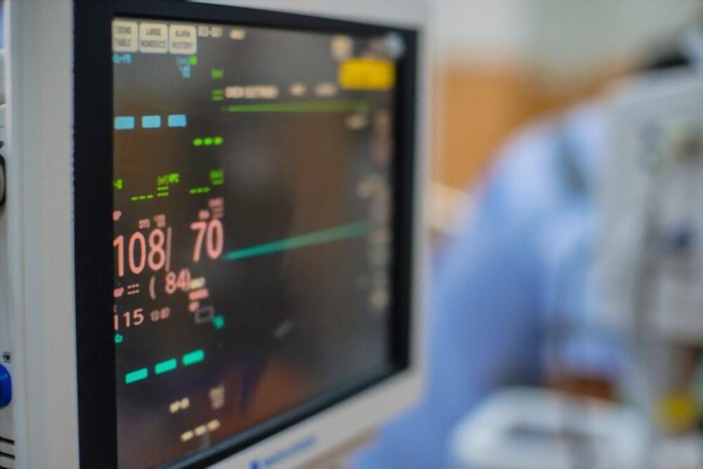 Monitor-de-signos-vitalles-Kalstein.jpg